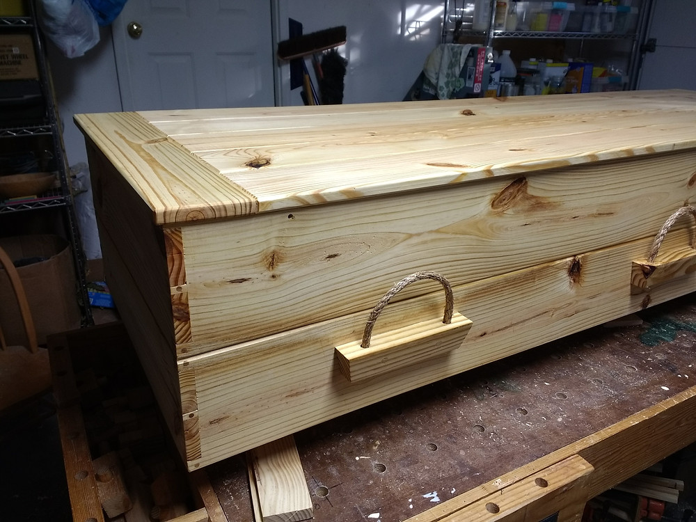 Pine casket with rope handle