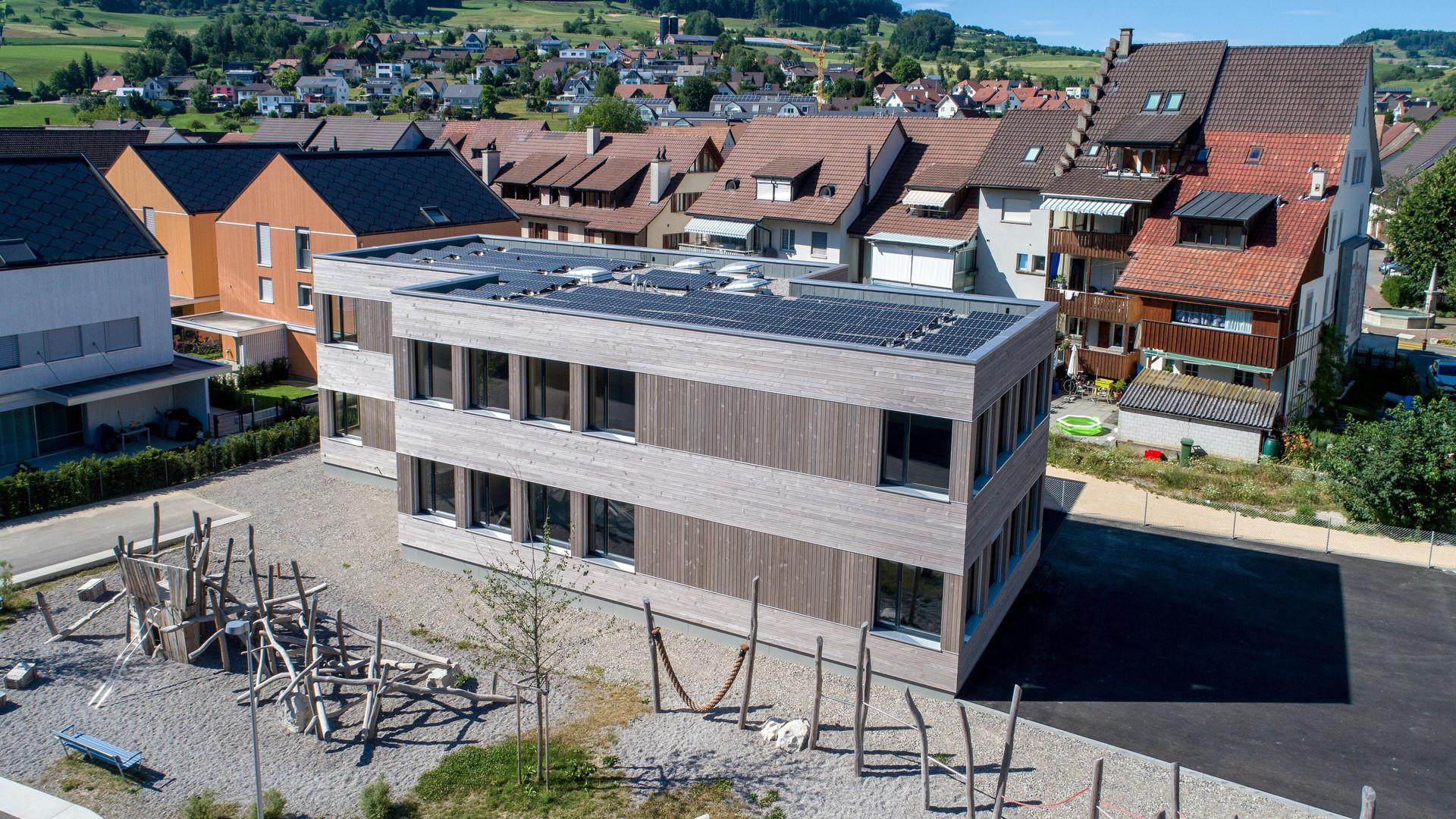 Schulhaus Ormalingen Aussenansicht.jpg