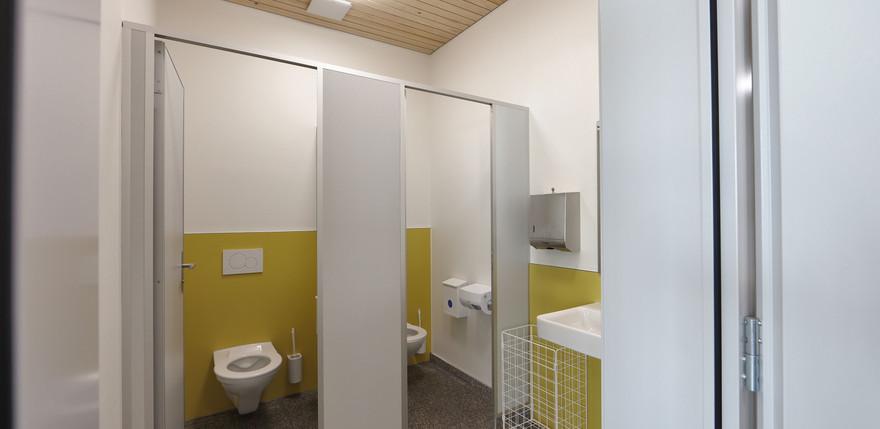 Schulhaus Ormalingen Sanitäranlagen.jpg