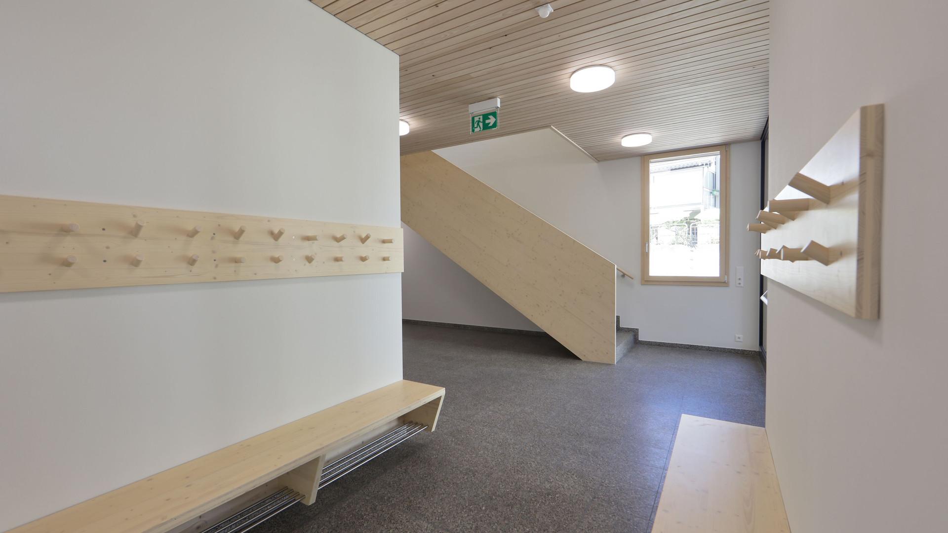 Schulhaus Ormalingen Gang.jpg