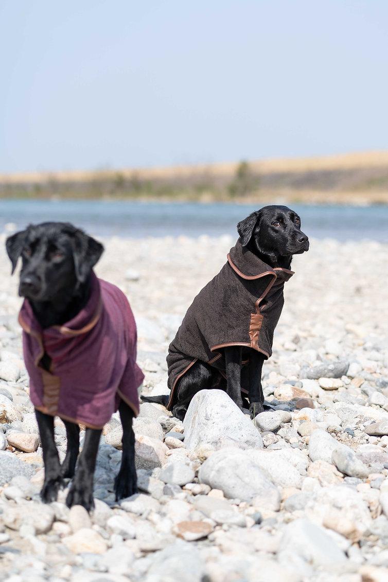 ラッフアンドタンブル-ドライングコート-を着るフィオナとロナ