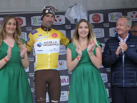 Victoire de l'Uruguayen Moreira, Maillot jaune pour Duval