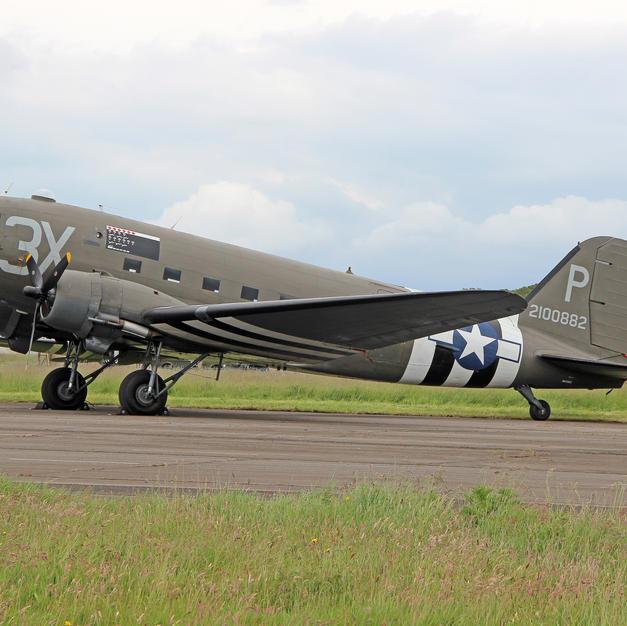 00989 C47 in D-Day markings on 03 June 2