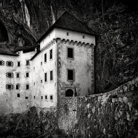 castle Höhlenburg Lueg 1