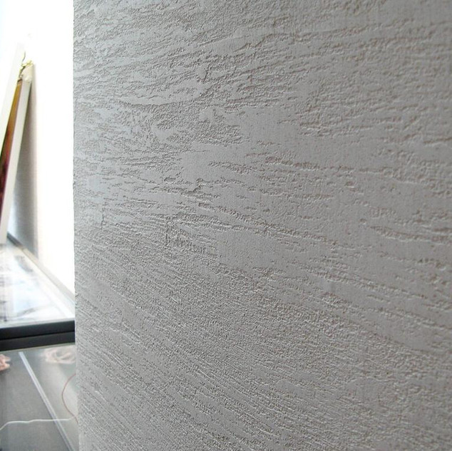 Sandy pressed plaster dragging texture