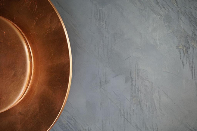 CONCRETE TEXTURE WITH GOLD WAX
