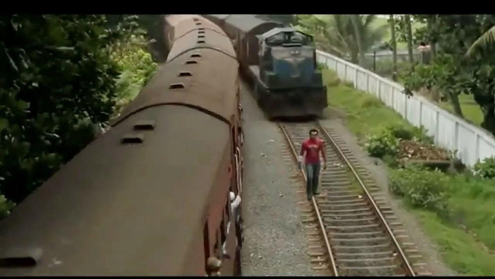 Pakistan'da TikTok Videosu Çeken Bir Gence Tren Çarptı