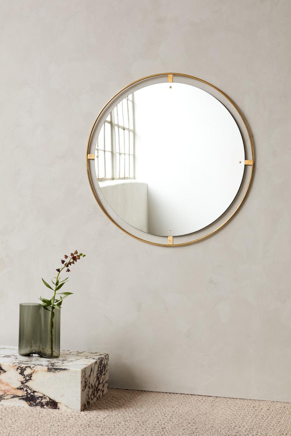 MENU_Nimbus_Mirror_Plinth_Aer_Vase.jpg