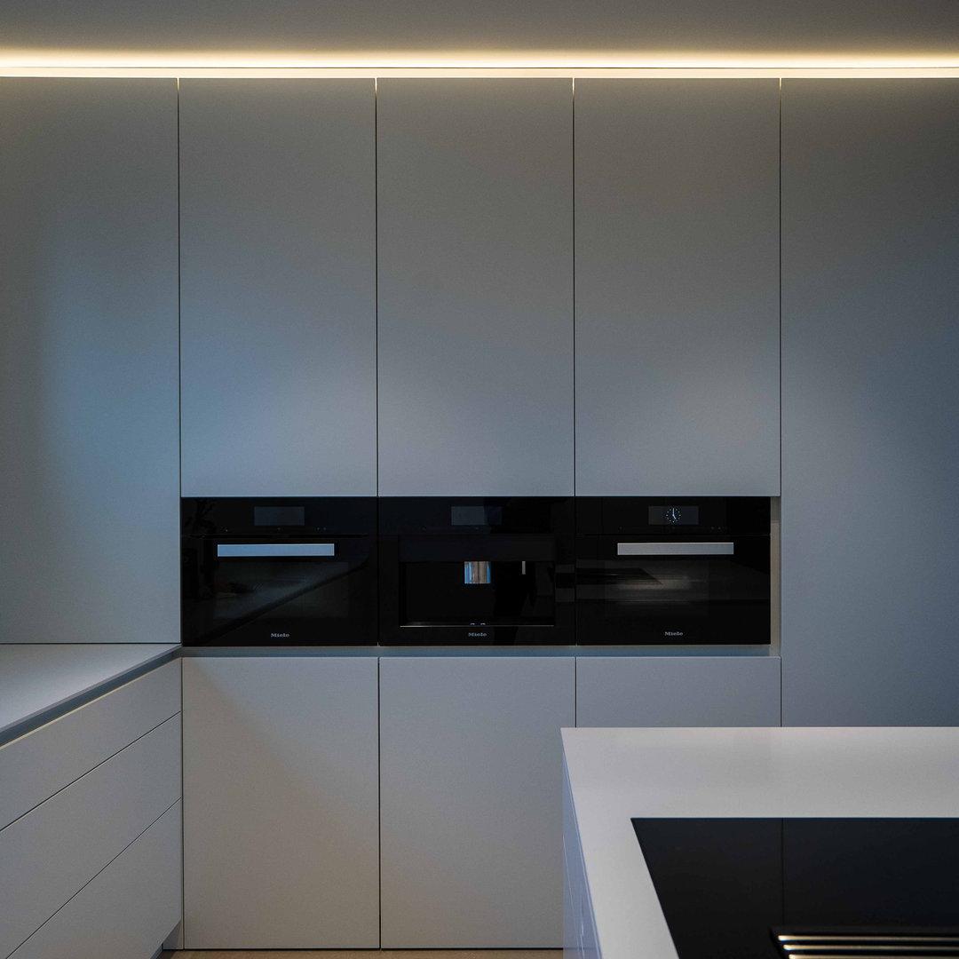 Küche Geräteschrank-1.jpg