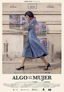 7) Algo con una mujer Poster.jpg