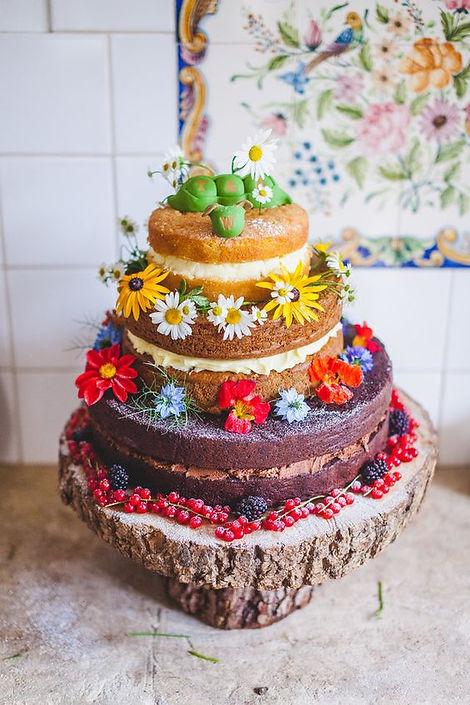 Wild flowers on wedding cake.jpg