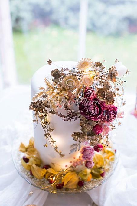 Incredible wedding cake.jpg