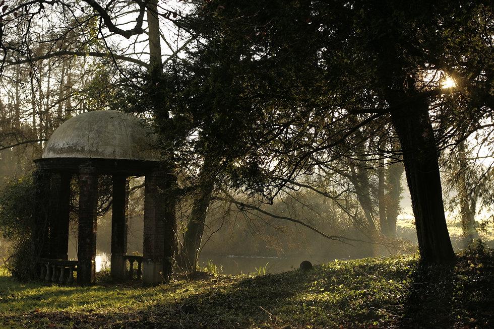 Garden-temple-near-the-lake-of-Purton-Ho