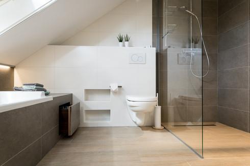 Badkamer met badlade @ Kessel-Lo