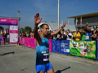 Дарио Ивановски и Адриана Поп Арсова со нови македонски рекорди победници на Скопскиот маратон