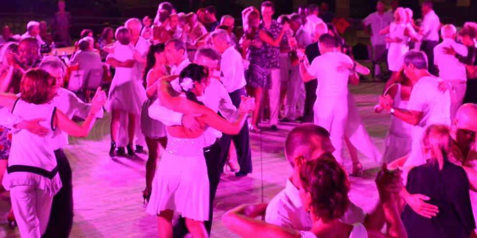 Noche de Gala / DJ :  /20€