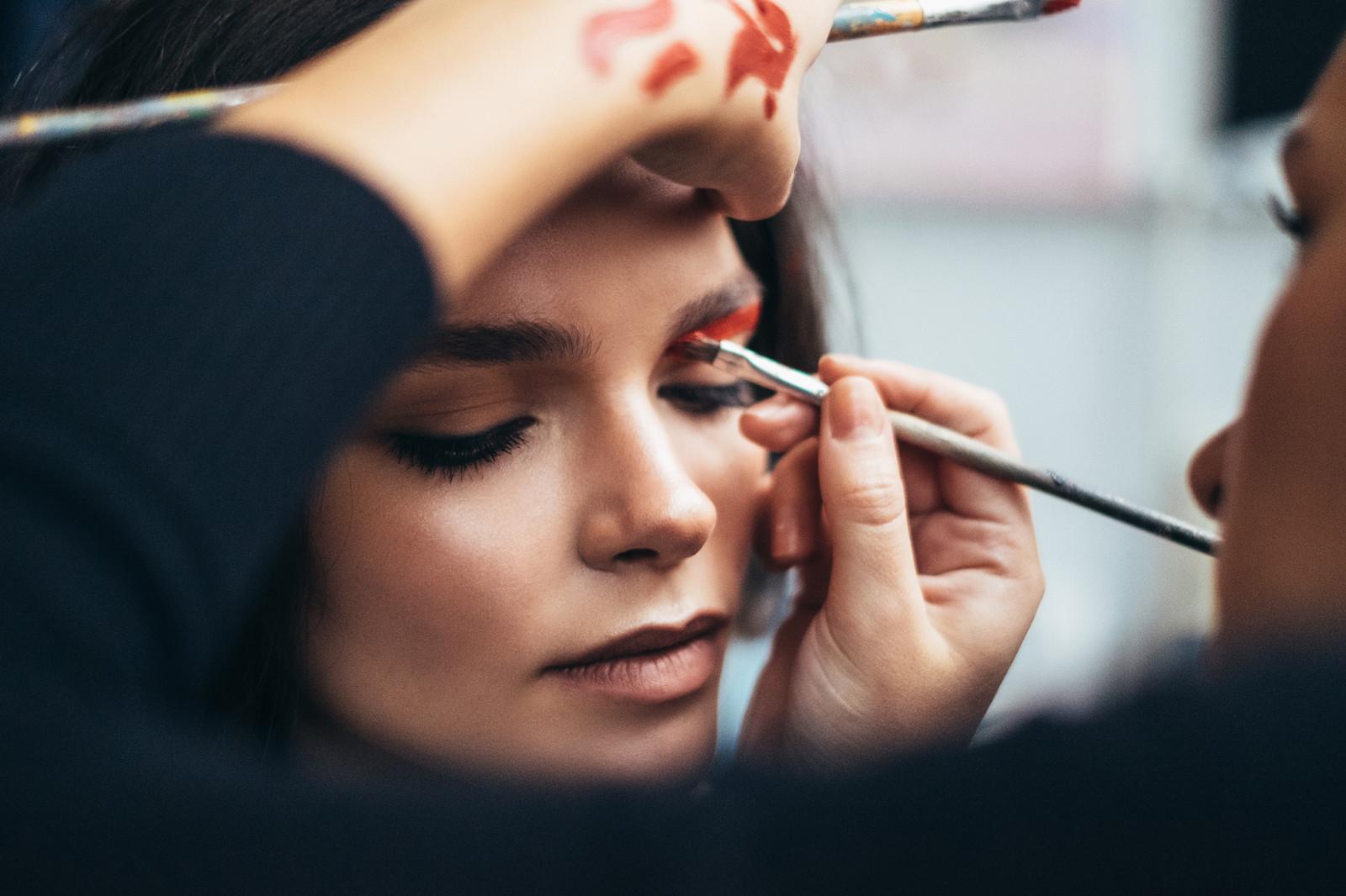 ... Makeup Artist ...