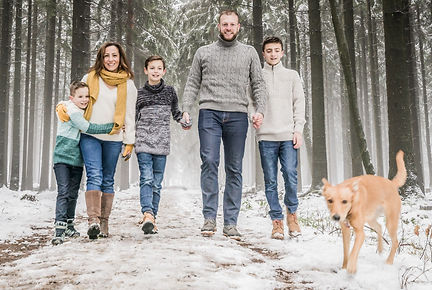 OUTDOOR FAMILY PHOTGRAPHY