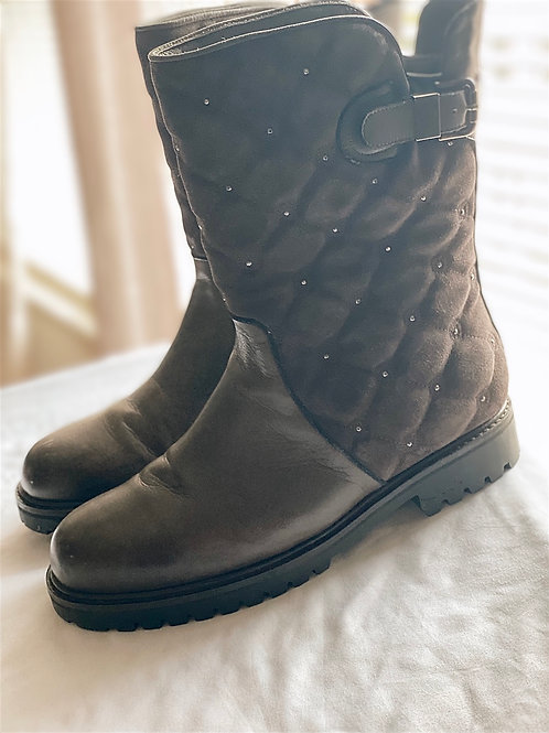Brown/grey Exeter boot by the walking company