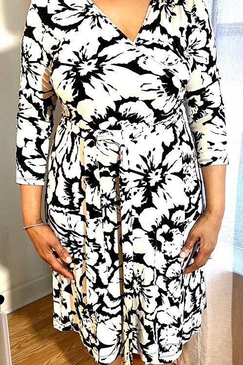 Banana republic black and white wrap dress. Size large
