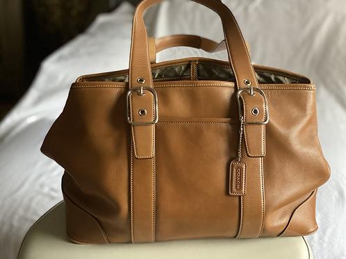 Coach medium shoulder bag in honey