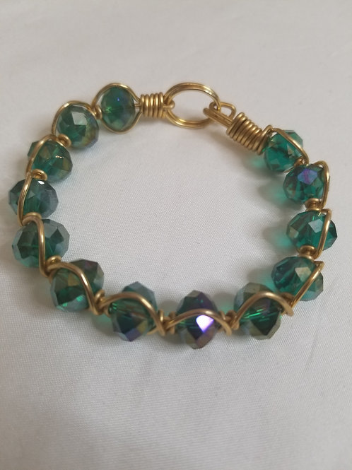 Beautiful beaded bracelet with gold detail