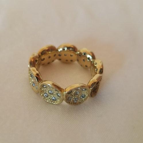 Beautiful gold fashion ring with diamond chips size 7