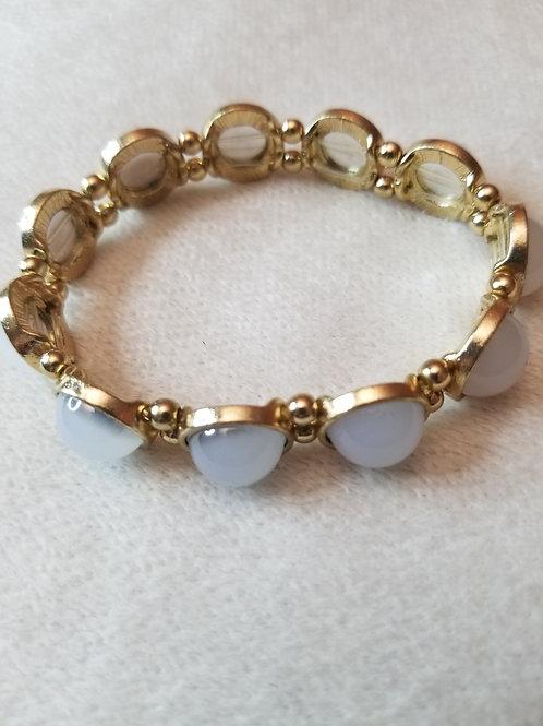 Beautiful gold and beaded elastic bracelet