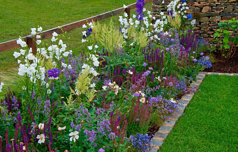 how to plant a garden using colour