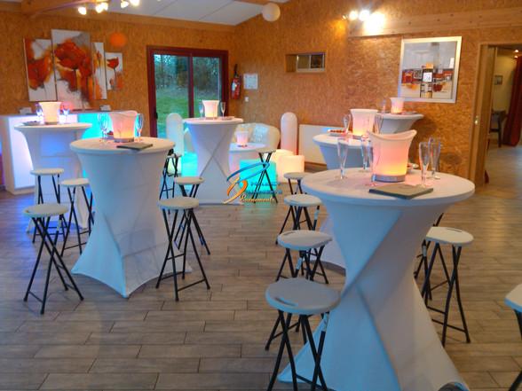 Mange debout, tabouret, table haute mariage, Fougères, Vitré, Rennes, Ille et vilaine, Bretagne, Normandie, Mayenne, Pays de la Loire.