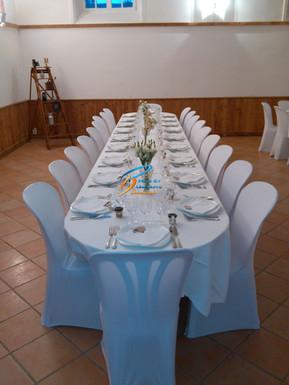 Table ronde, ovale, carré: chaise pvc, housse de chaise mariage, Fougères, Vitré, Rennes, Ille et vilaine, Bretagne, Normandie, Mayenne, Pays de la Loire.