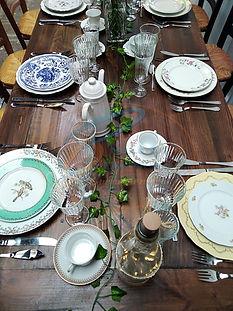 Location de vaisselle, Location de vaisselle vintage, Location de vaisselle à rendre, couvert or, sale sur Fougères, Vitré, Rennes, St Malo... sur toute l'Ille et Vilaine 35