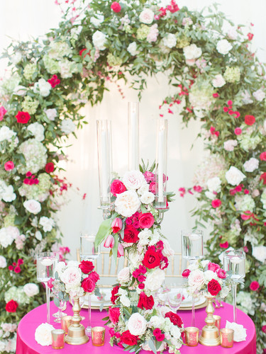 Ceremony arch in pink and red