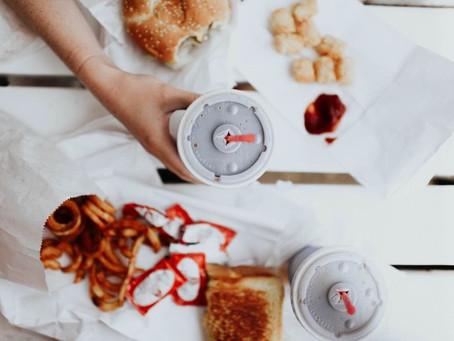 Comer alimentos procesados puede aumentar su riesgo de muerte prematura por enfermedad cardíaca