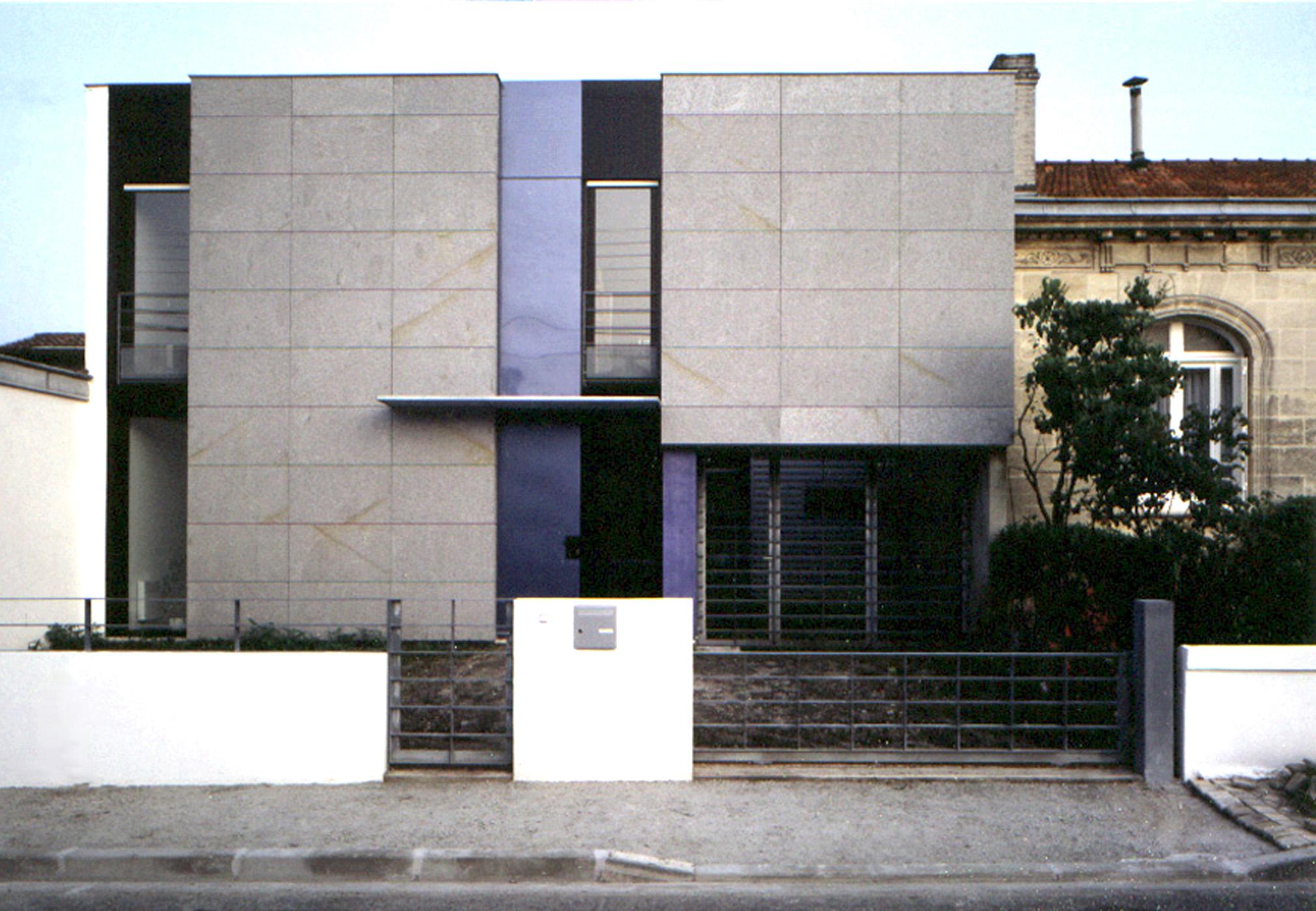 Mais.Ind-DEVZ-façade rue°.jpg