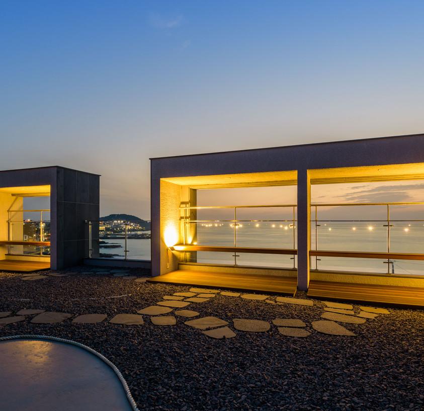 mer-rooftop lounge-2.JPG