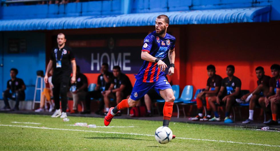 Dragan Boskovic of Thai Port FC in action at the PAT Stadium. Bangkok, Thailand.
