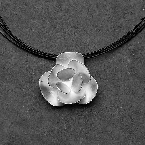 colar flower