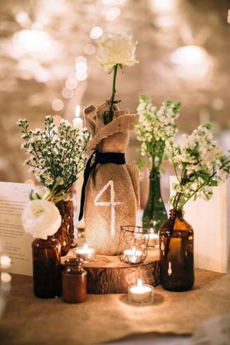 Бутылки как номера свадебных столов