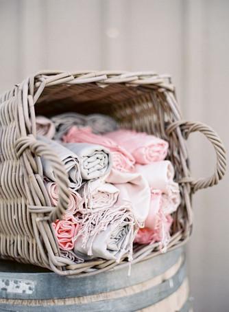 Идеи подарков для гостей на свадьбе: полезные подарки