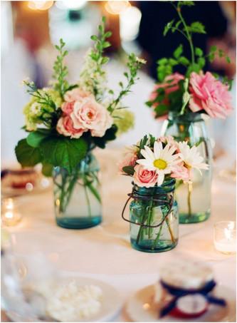 Идея: как правильно использовать банки в декоре свадьбы