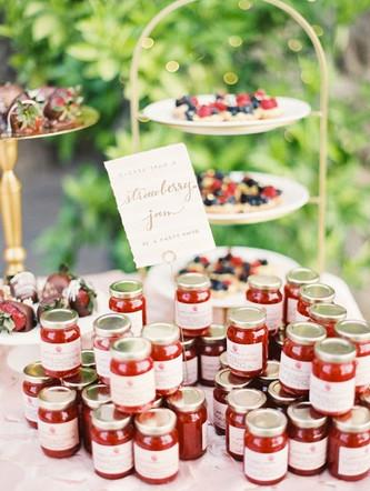 Идеи свадебных подарков для гостей: съедобные подарки