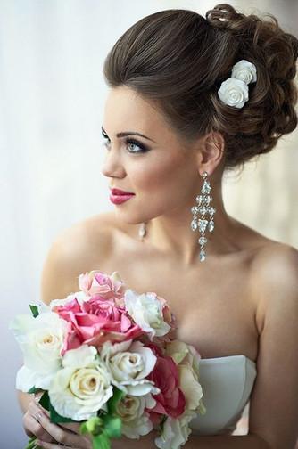 Интересные варианты причесок невесты