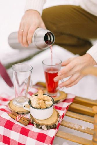 Hot bar и сладкий стол на зимней свадьбе