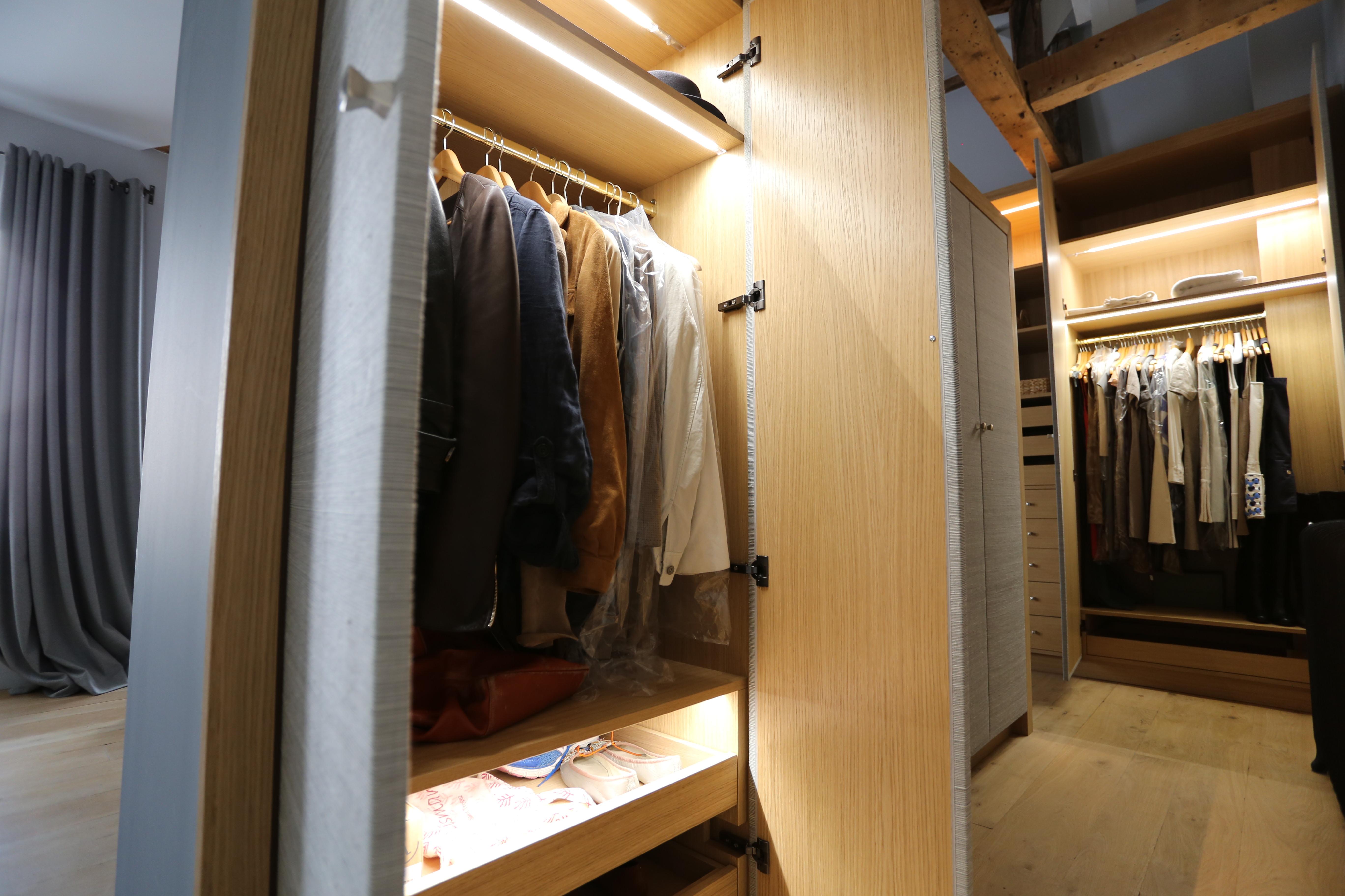 Dressing Sur Mesure Vincennes dressing sur-mesure latté chêne - portes gaines de soie jim
