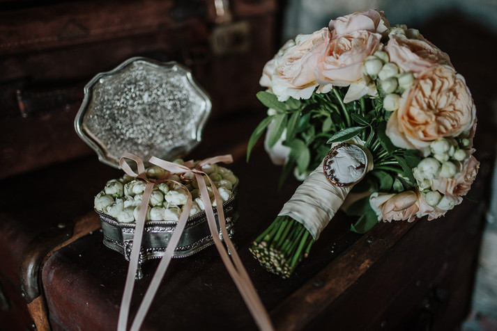 Bouquet e Portafedi floreale vintage