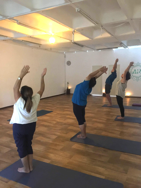 שיעורי יוגה לגימלאים | בית היוגה | ר