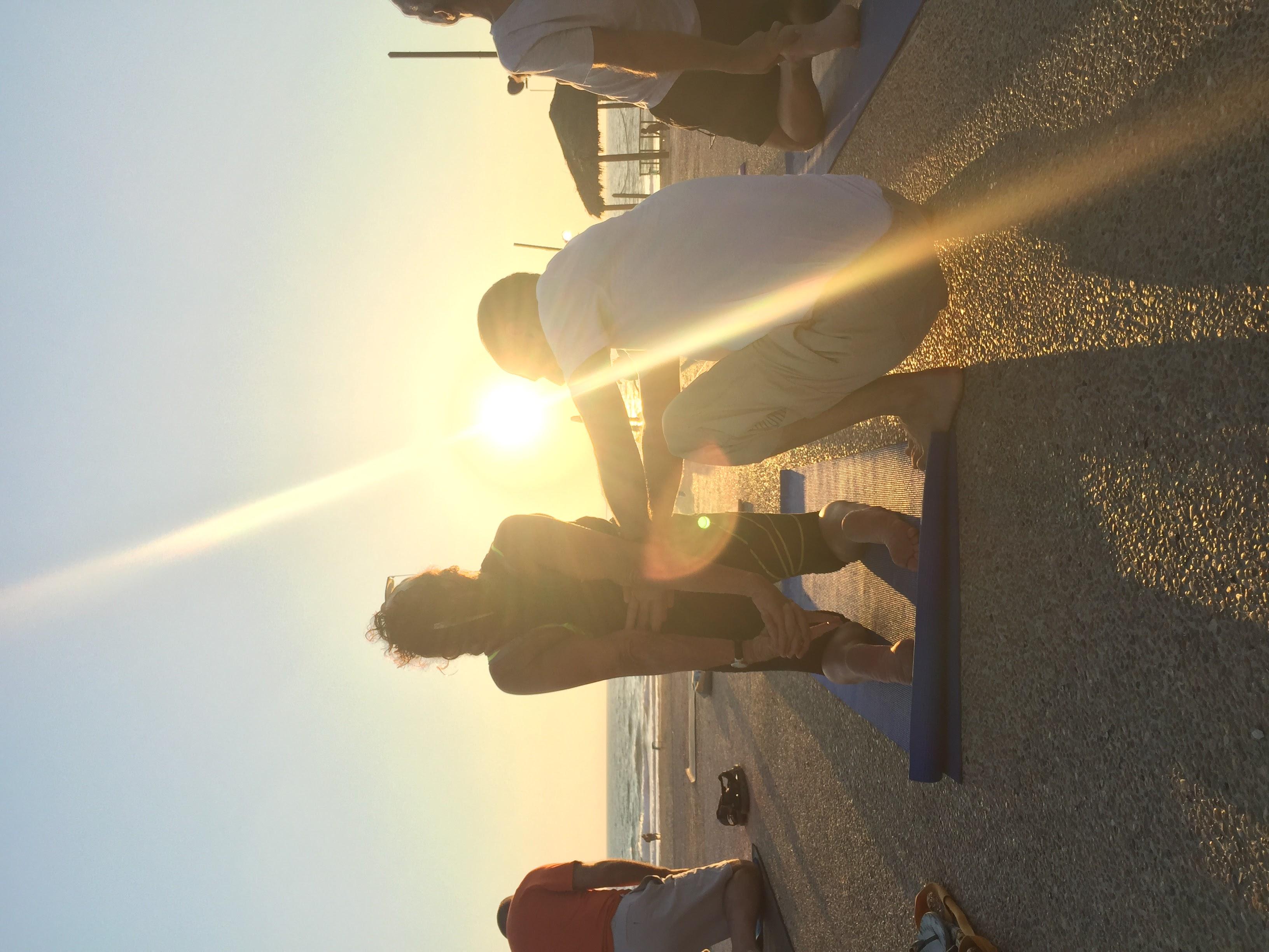 יוגה בשקיעה בחוף ראשון | נתי רכט