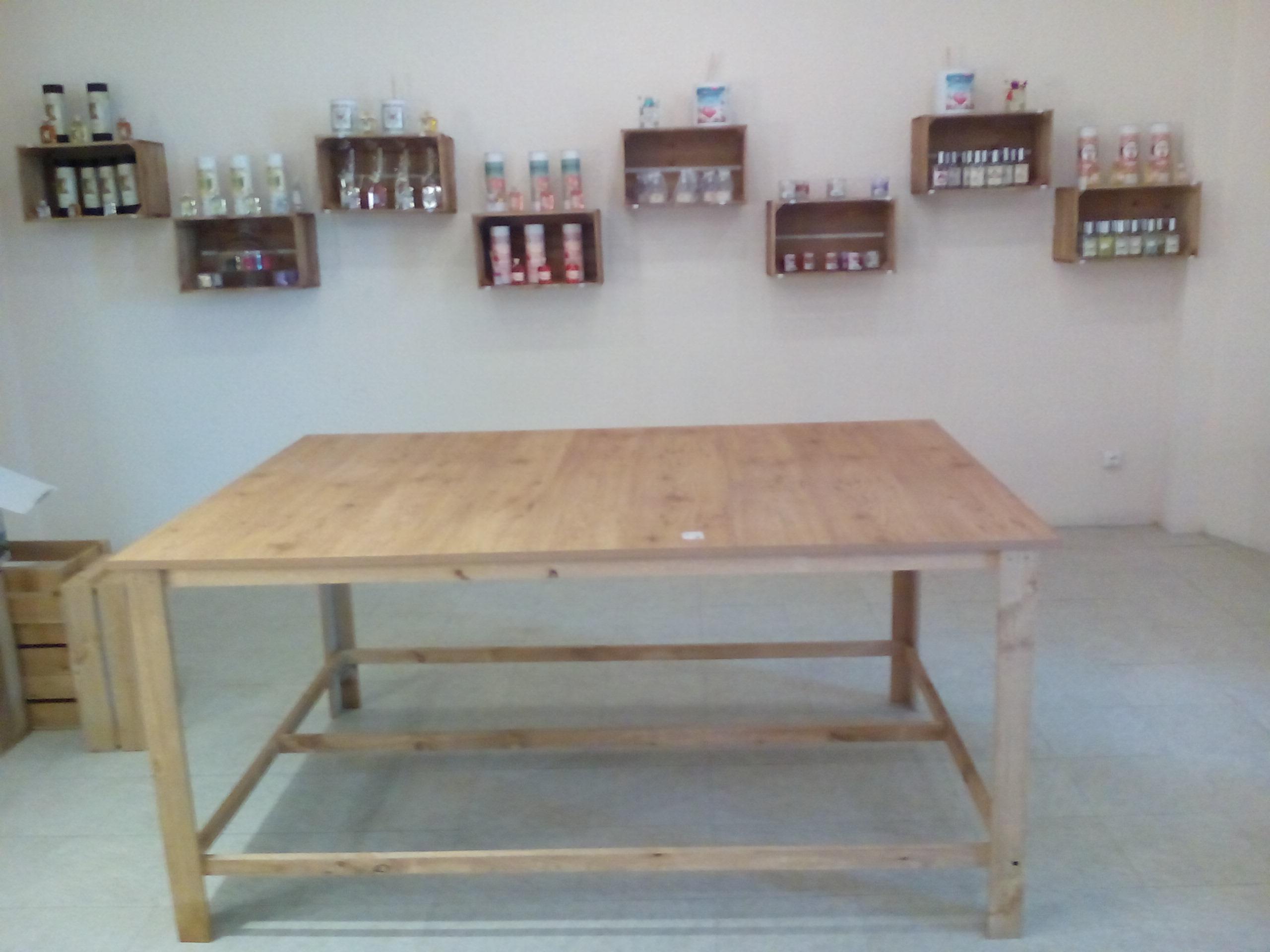 Gran mesa rustica para tienda