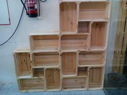 Estanterías cajas madera natural